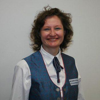 Elisa Csar